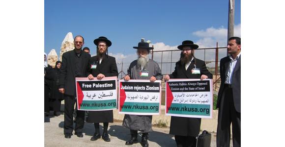 Delegacja antysyjonistyczna z wizytą do Bramy Fatimy w przygranicznym mieście Kfar Kila w południowym Libanie.