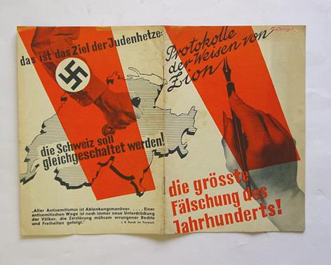 """Zdjęcie nazistowskiej edycji """"Protokołów..."""" z egzemplarzem z oferty internetowej antykwariatu"""